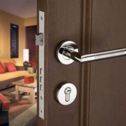 professionally installed door lock by locksmith sherbrooke